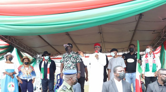 Delta Governor, Senator Dr. Ifeanyi Okowa (3rd left); addressing party faithful at the Campaign rally for Isoko South Constituency 1-bye election into Delta State House of Assembly at Oleh Ward 1 and 2, ISOKO South LGA. With him is the member representing Delta South Senatorial District, Senator James Manager (4th right); PDP Chairman, Delta State, Barr. Kingsley Esiso (4th left); Hon. Kenneth Gbagi (3rd left); Commissioner for Water Resources, Hon. Evelyn Oboro (left); Commissioner for Women Affairs, Mrs. Florence Alantan (2nd left); PDP Chairman Isoko South, Chief Godspower Obaro (right) and the PDP candidate for the election, Evivie Ovuakpoye (2ndrigt)