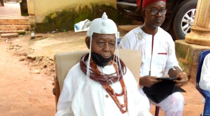 His Royal Majesty, Agbogidi, Obi Francis Jideuwa Obi of Issele-Azagba addressing the press.